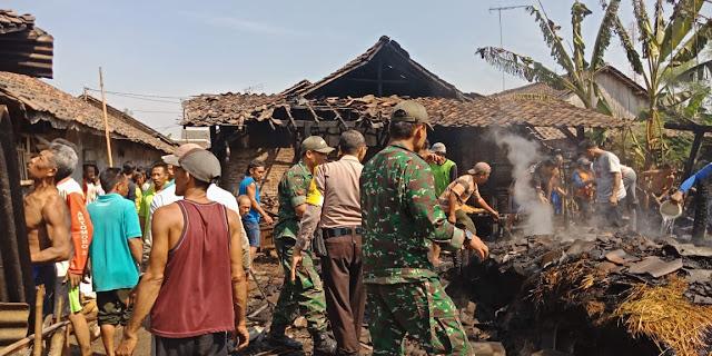 Kandang Sapi Terbakar, Babinsa Talang Rejoso Berjibaku Padamkan Api