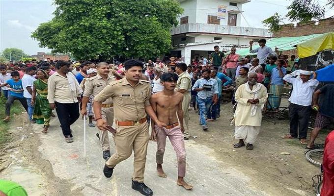 गाजीपुर में हमलावरों ने सैलून संचालक को चाकू मारा, तीनों हमलावरों को ग्रामीणों ने पीटा
