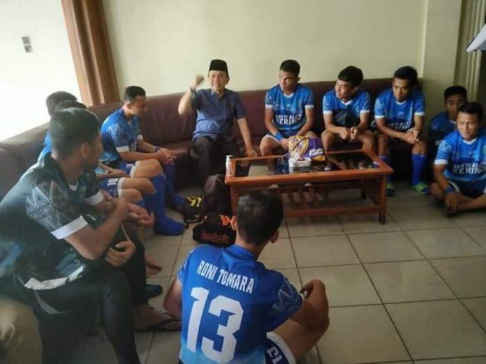 Bupati Kerinci Adirozal Sambangi Tim PS Kerinci di Gubernur Cup