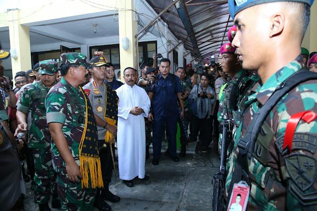 Panglima TNI dan Kapolri Tinjau Pengamanan Natal di Kupang