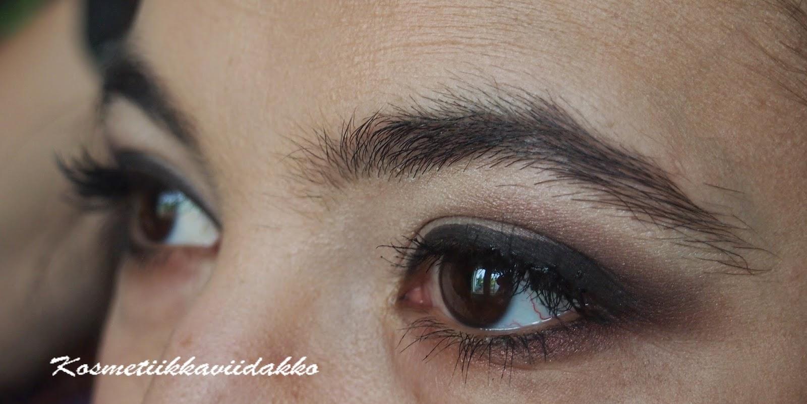sinisille silmille sopiva luomiväri