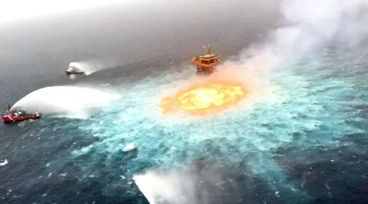El Golfo de México en el Atlántico se prende en llamas por una fuga de gas