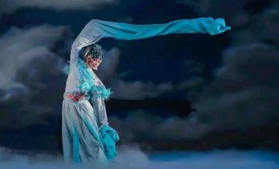 רקדנית המחול הסינית וואנג יאבין בישראל - יוני 2017