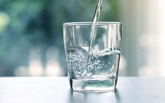 Uống đầy đủ nước là cách tốt nhất để tăng sức đề kháng cho trẻ