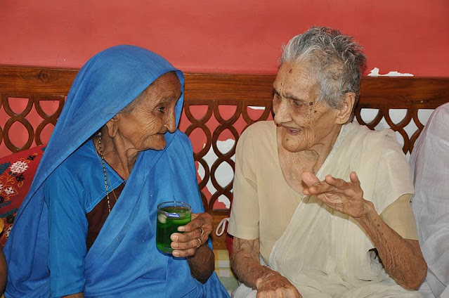 woman-old-india-people-person-talking