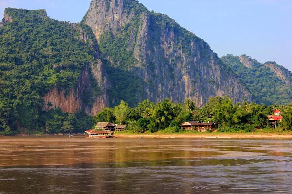 Vista dalla grotte di Pak Ou