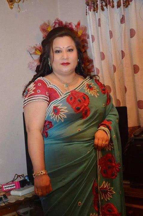 Indian Aunties Big Boobs Photos
