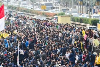Merinding, Rombongan Mahasiswa Disambut Tepukan Tangan Rakyat