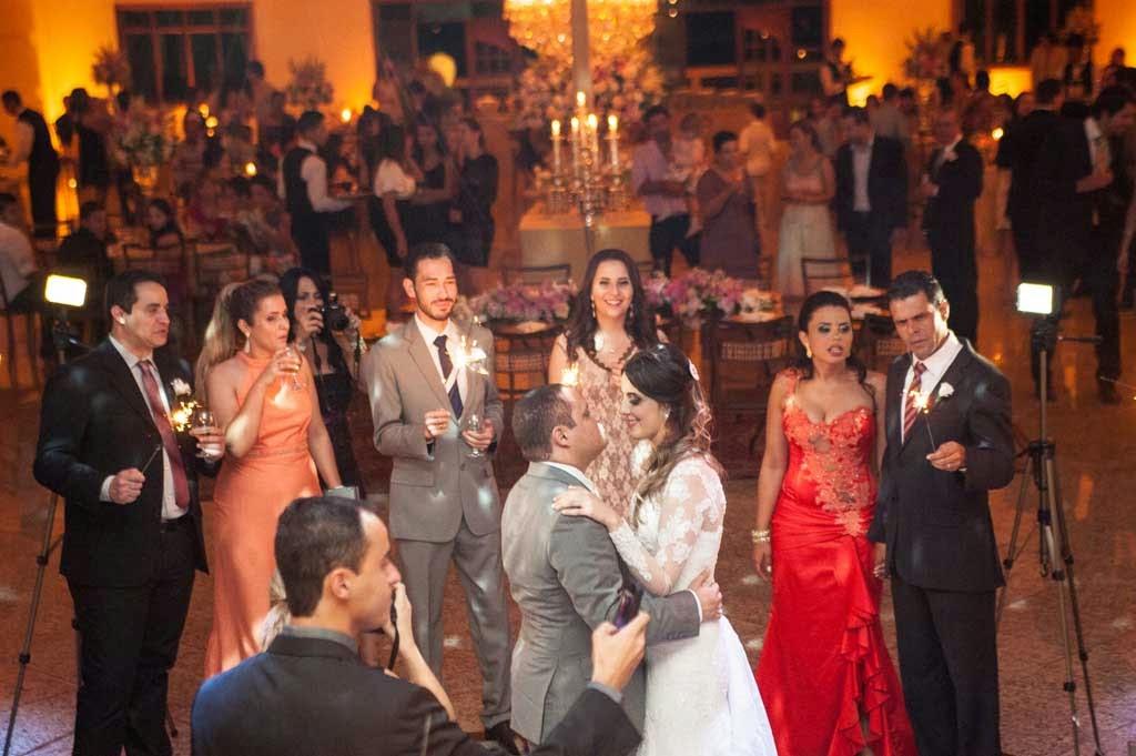 casamento-sitio-danca-noivos-sparkles
