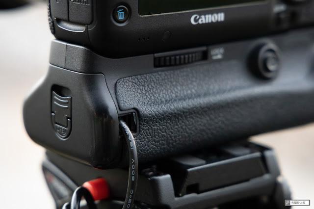 解決 Canon 相機長時間拍攝的供電問題 - 電池把手防水橡膠墊噴掉
