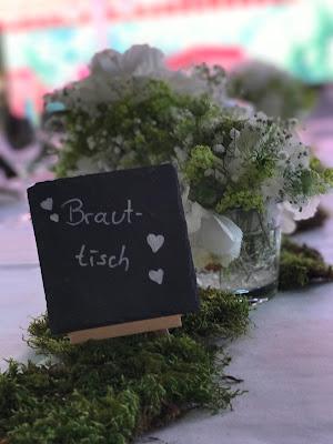 Tischnamen Schiefertafeln, Hochzeit in Apfelgrün und Weiß im Riessersee Hotel Garmisch-Partenkirchen, Hochzeitshotel in Bayern, heiraten in den Bergen am See