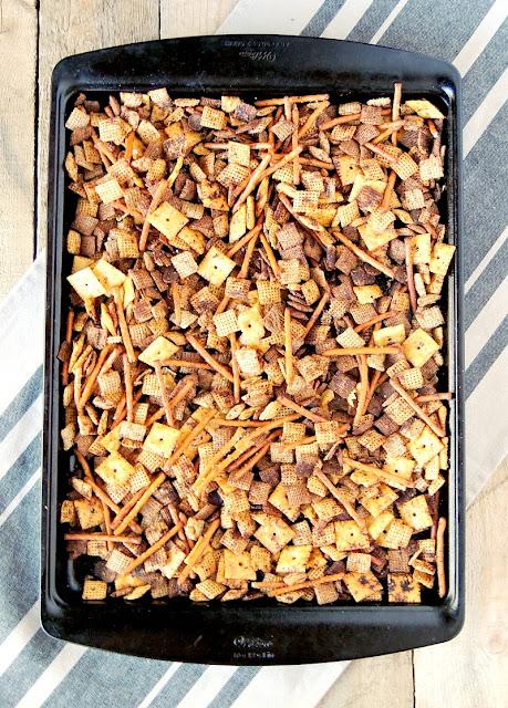 Pizza Party Mix from www.bobbiskozykitchen.com