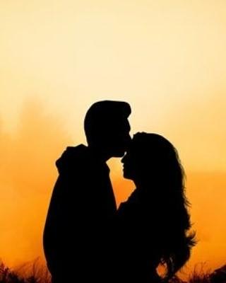 sweet kiss pic for whatsapp dp