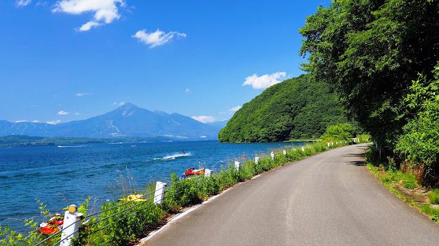 会津若松から猪苗代湖を半周して御霊櫃峠を越えて郡山へ。レトロな町並みと鶴ヶ城にさざえ堂、湖と峠道を巡る盛りだくさんのサイクリングコースです。