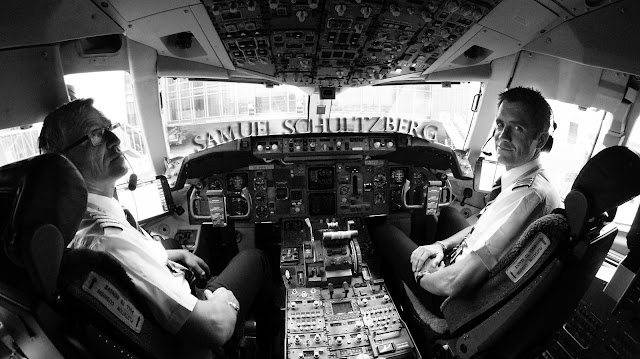 pilotos con uniformes