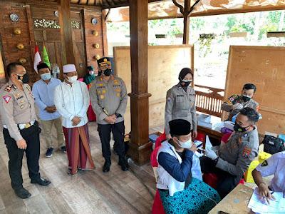 Sambut HUT Polwan ke 73, Polres Probolinggo Gelar Vaksinasi  Untuk 2 Ribu Santri dan Warga di Lingkungan Pondok Pesantren Nurul Qodim.