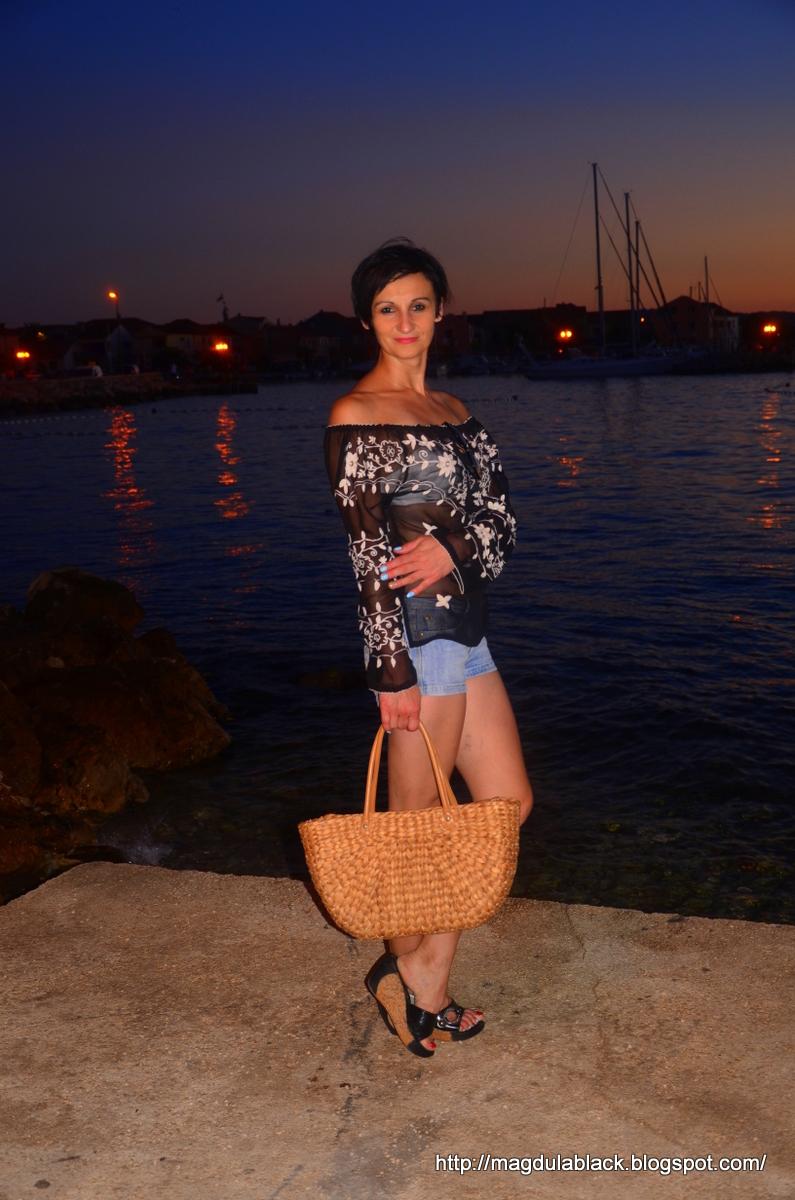 zdjęcia modelek, szorty i wiklinowy koszyk