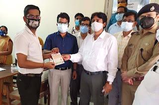 दीवानी न्यायालय में कर्मचारियों का किया जा रहा टीकाकरण  | #NayaSaberaNetwork