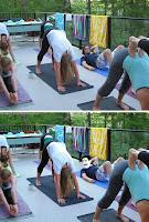 fröhlicher Mann im Frauen Yoga Kurs lustig