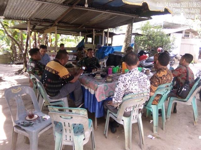 Dengan Cara Komsos Bersama Kepala Desa Personel Jajaran Kodim 0208/Asahan Jalin SIlaturahmi