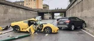 رجل وامرأة إصطدما في حادث سيارة