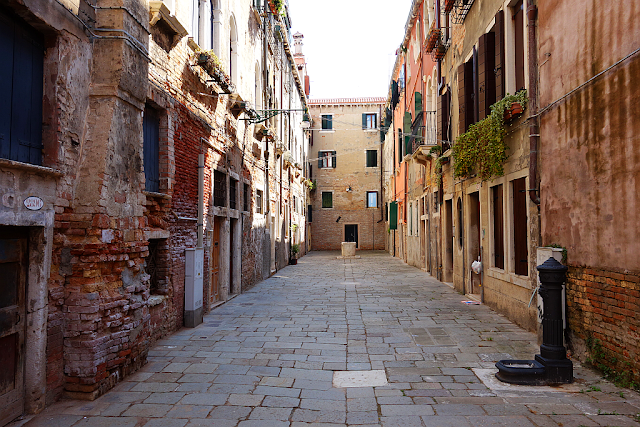Abyste neměli v Benátkách smůlu, calle zorzi, legenda, mor