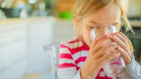 A hőségben ezt itassuk a gyerekkel