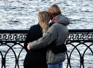 nicht beziehungsfähig, beziehungsunfähig, Bindungsangst, Bindungsängste, Klammern, Spiel von Nähe und Distanz, Partner ist distanziert, vor der Liebe flüchten