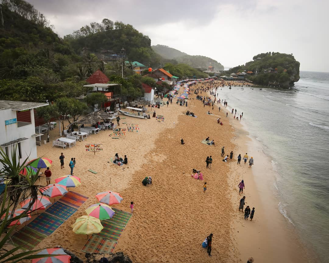 pantai indrayanti gunung kidul yogyakarta
