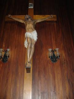 """""""El que quiera venir detrás de mí, que renuncie a sí mismo, que cargue con su cruz y me siga."""