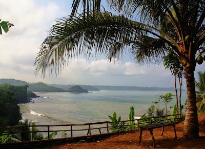 Salah satu spot di Pantai Karapyak view arah P. Nusakambangan.