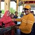 Bupati Karimun Beri Bantuan Gerobak dan Tenda Kepada Pedagang