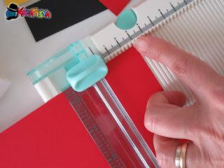 tagliare strisce di cartoncino