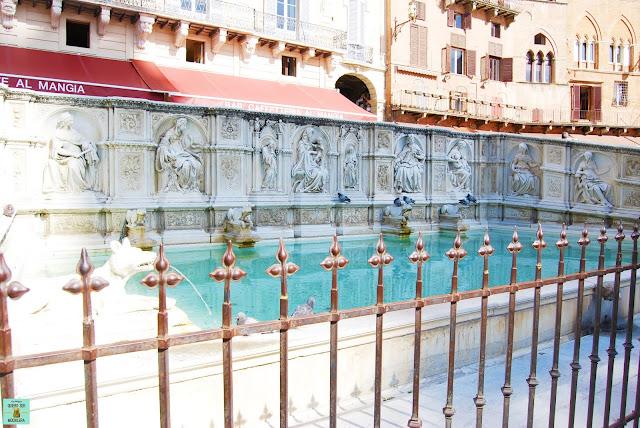 Fonte de Gaia en Plaza del Campo de Siena