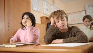 4 causas de distúrbios de leitura e escrita em crianças