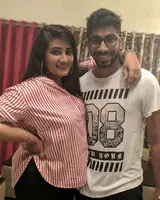 jasprit bumrah with her sister
