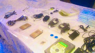 بالصور..توقيف شاب بطنجة متلبسا بحيازة معدات إلكترونية يشتبه في استخدامها في الغش المدرسي✍️👇👇👇
