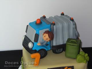 dumpster cake sugarpaste