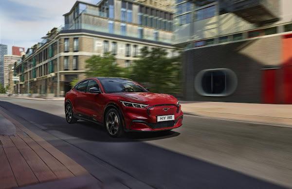 Ford Mustang Mach-E ganha opções de carga na Europa