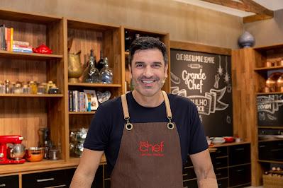 Edu Guedes comanda boletins sobre culinária na Play FM. Crédito: Kelly Fuzaro/Band