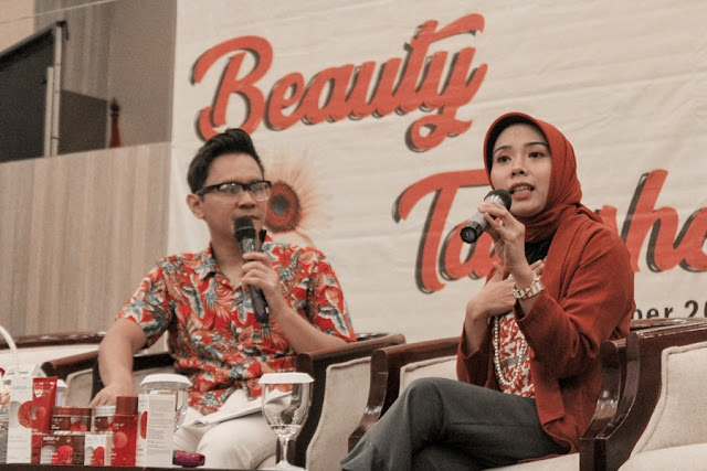 Sara Neyrhiza Founder SPEAKING.id di Beauty Talkshow Tunjukkan Cantikmu Natur- E