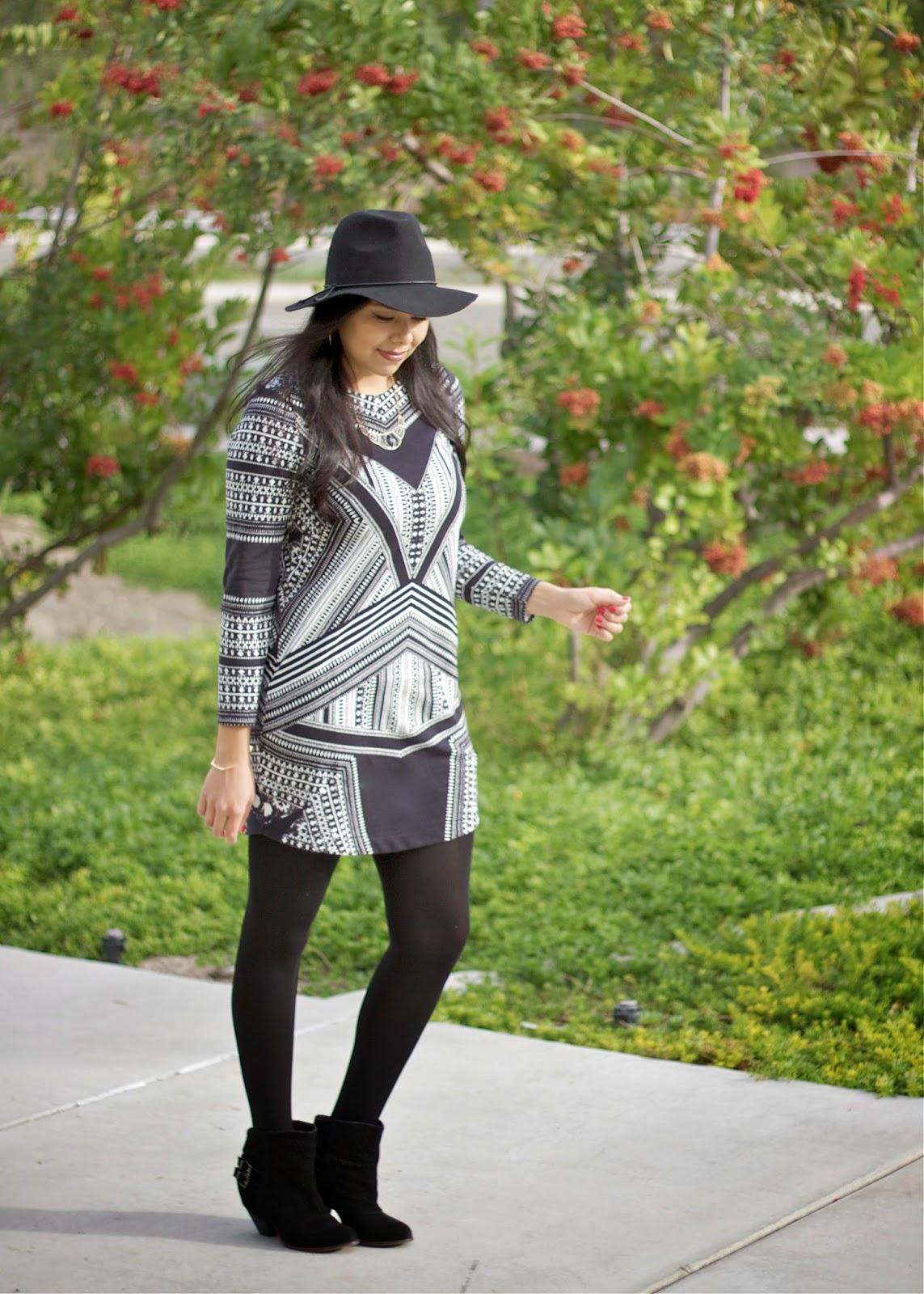 fall 2014 fashion, fall 2015 fashion, tribal print dress, hm dress, H&M dress, H&M black and white dress, H&M blogger, how to wear a tribal dress, naughty monkey boots, naughty monkey booties, black boots from NM