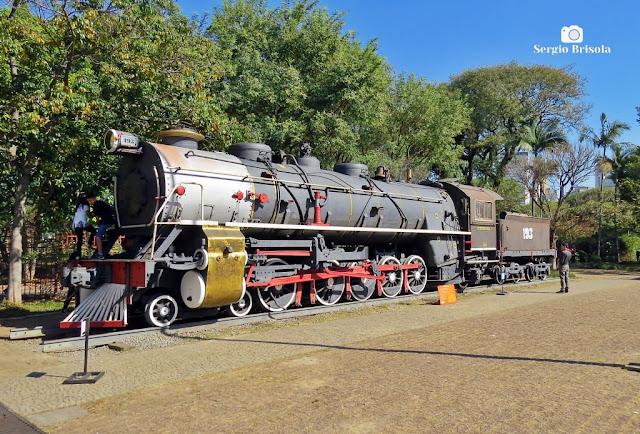 Vista ampla de Locomotiva Henschel a vapor - Museu Catavento - São Paulo