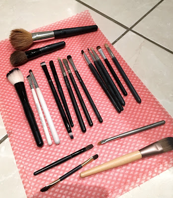 makeup brushes drying
