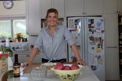 Polivalente, apresentadora leva habilidade para improviso à cozinha e a suas apresentações de stand-up comedy - Divulgação
