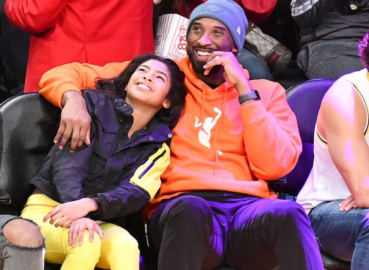 Kobe Bryant junto a Gigi en Partido de Basketball