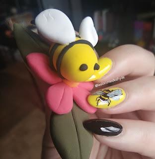 abeja de jumpingclay y nail art de abejorro