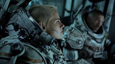 Kristen Stewart and Vincent Cassell in Underwater (2020)
