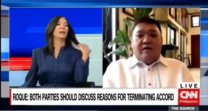 Pinky Webb's hair flip gesture goes viral amid Harry Roque's angry tirade