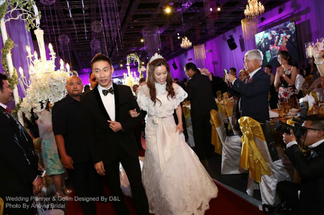 Mew Choo wore a lacy wedding gown with a short jacket.